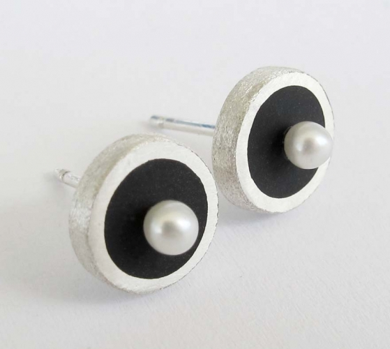 Black Stud Earrings with freshwater pearls