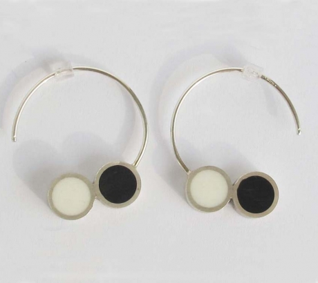 Pont.vero earrings - black and white