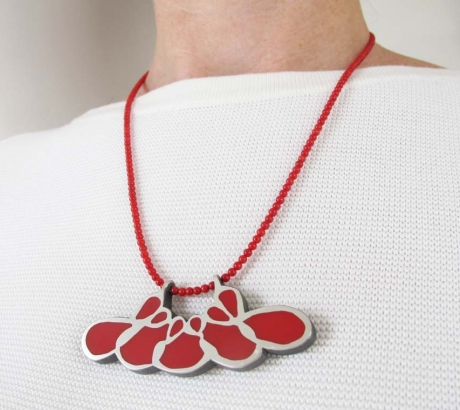 Cleavage necklace with coral