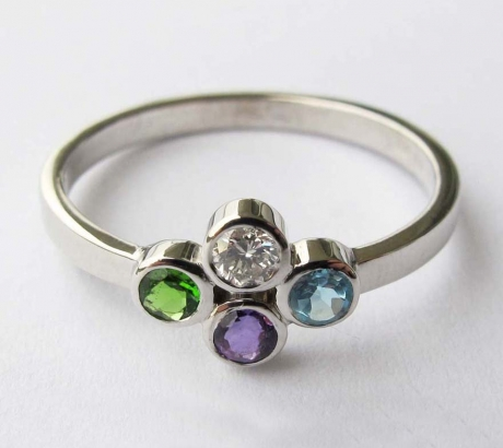 Ring with 4 gemstones