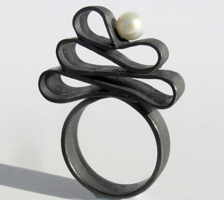 Baroque black silver ring with pearls
