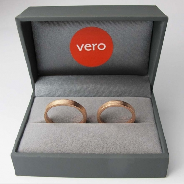 Rose gold wedding rings in boxn