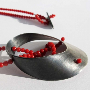 Baroque necklace with red coral
