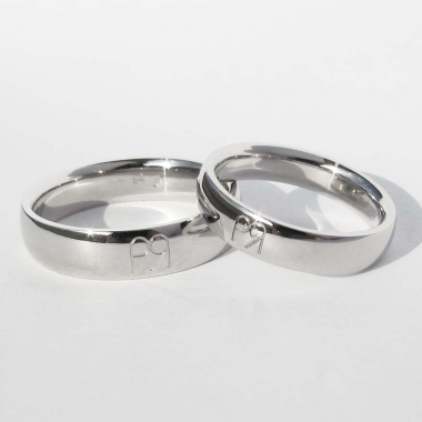 White gold weddings ring with engraving