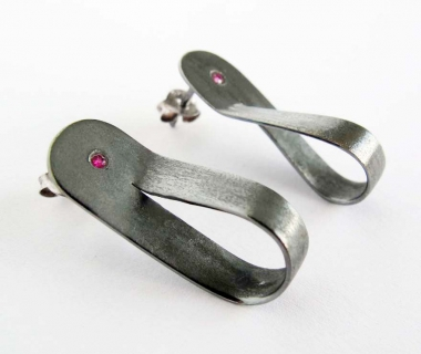 Infinite black silver earrings with ruby